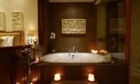 Bathtub with Petals - Villa Seriska Dua Sanur - Sanur, Bali
