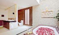 En-Suite Bathroom with Bathtub - Villa Seriska Dua Sanur- Sanur, Bali