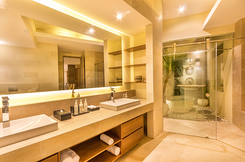 En-Suite Bathroom with Shower - Villa Seriska Jimbaran - Jimbaran, Bali