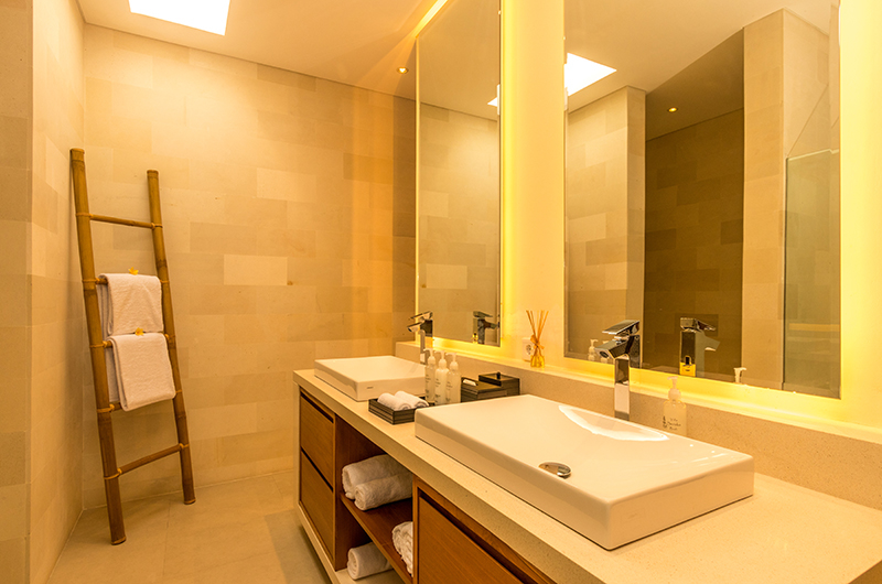 His and Hers Bathroom with Mirror - Villa Seriska Jimbaran - Jimbaran, Bali