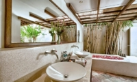 Bathroom with Romantic Bathtub - Villa Seriska Satu Sanur - Sanur, Bali