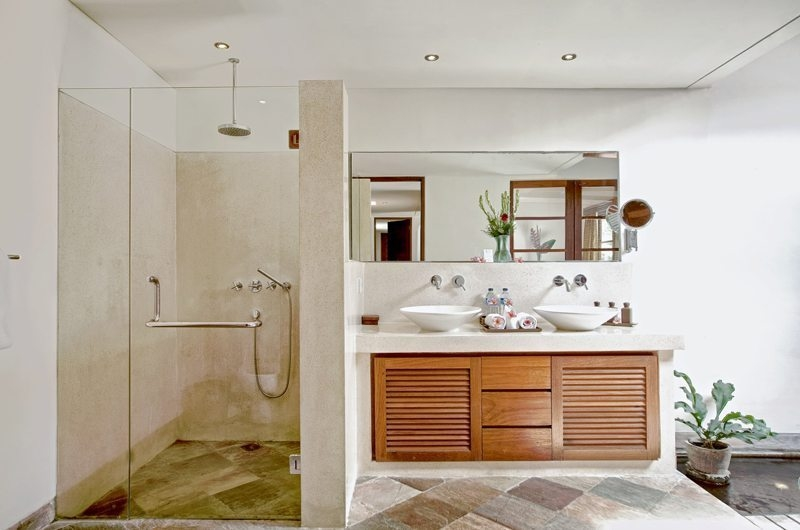 His and Hers Bathroom with Shower - Villa Seriska Satu Sanur - Sanur, Bali