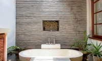 Open Plan Bathtub - Villa Seriska Satu Sanur - Sanur, Bali