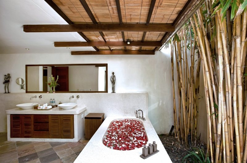 Romantic Bathtub Set Up - Villa Seriska Satu Sanur - Sanur, Bali