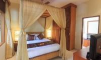 Bedroom with TV - Villa Seriska Seminyak - Seminyak, Bali