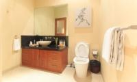 Bathroom with Mirror - Villa Seriska Seminyak - Seminyak, Bali