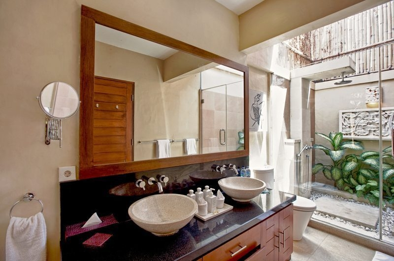 His and Hers Bathroom - Villa Seriska Seminyak - Seminyak, Bali