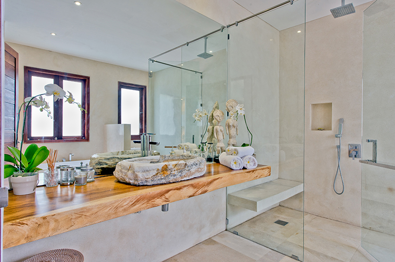 Bathroom with Mirror - Villa Shaya - Canggu, Bali