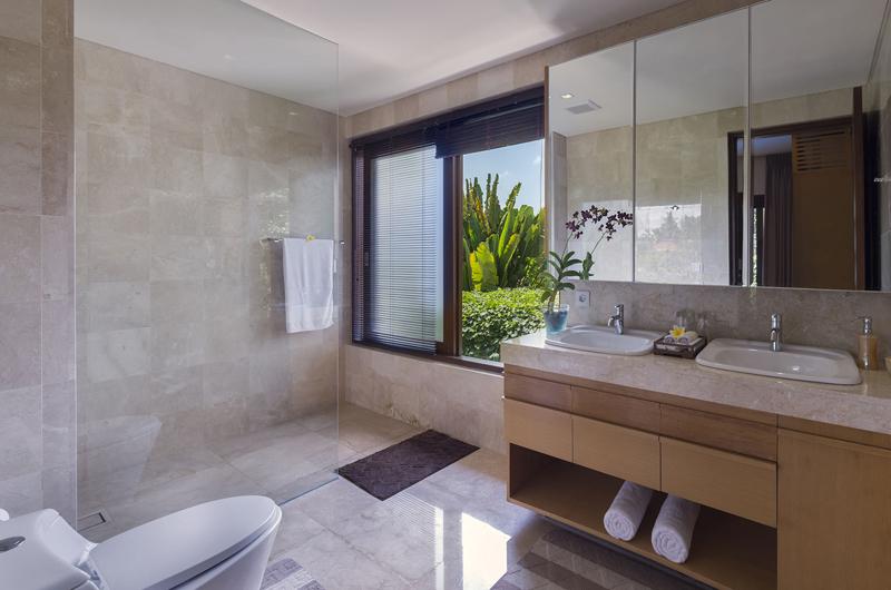 His and Hers Bathroom - Villa Shinta Dewi Ubud - Ubud, Bali