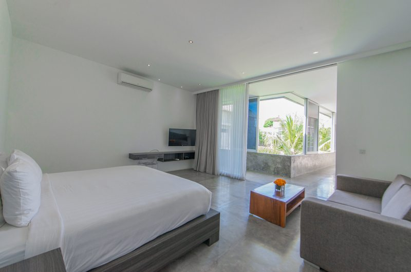 Spacious Bedroom with TV - Villa Simpatico - Seminyak, Bali