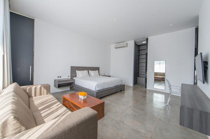 Bedroom with Sofa - Villa Simpatico - Seminyak, Bali