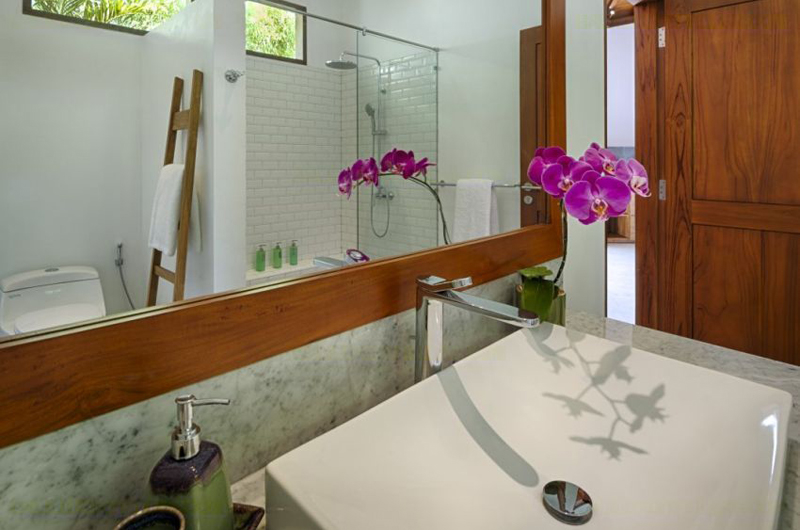 Bathroom with Mirror - Villa Sol Y Mar - Uluwatu, Bali