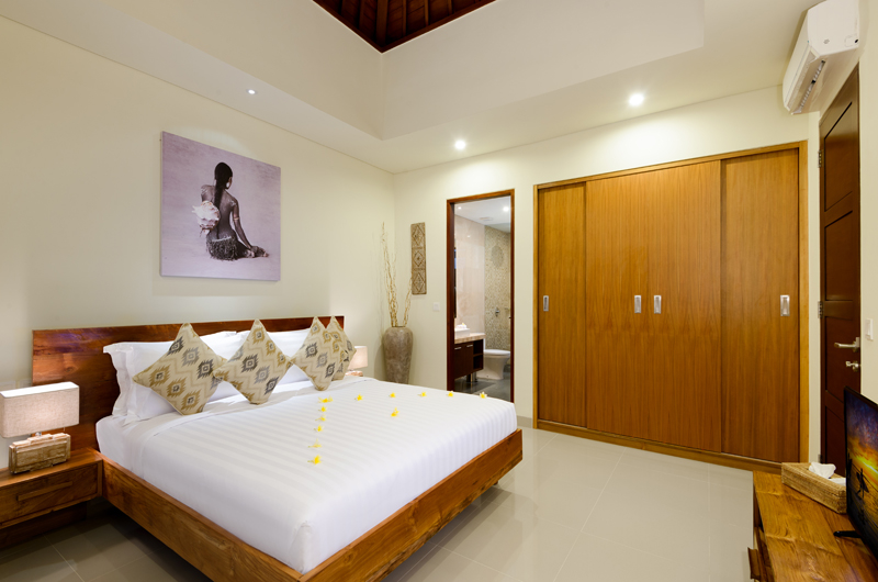Bedroom with Wardrobe - Villa Sophia Legian - Legian, Bali