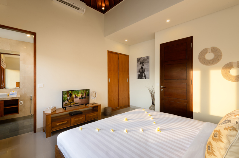 Bedroom with TV - Villa Sophia Legian - Legian, Bali