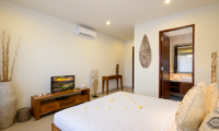 Bedroom and En-Suite Bathroom - Villa Sophia Legian - Legian, Bali