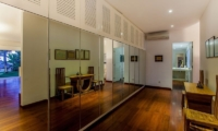Walk-In Wardrobe with Seating Area - Villa Stella - Candidasa, Bali