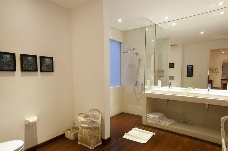 Bathroom with Mirror - Villa Stella - Candidasa, Bali