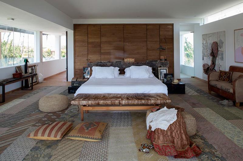 Bedroom with Seating Area - Villa Suami - Canggu, Bali