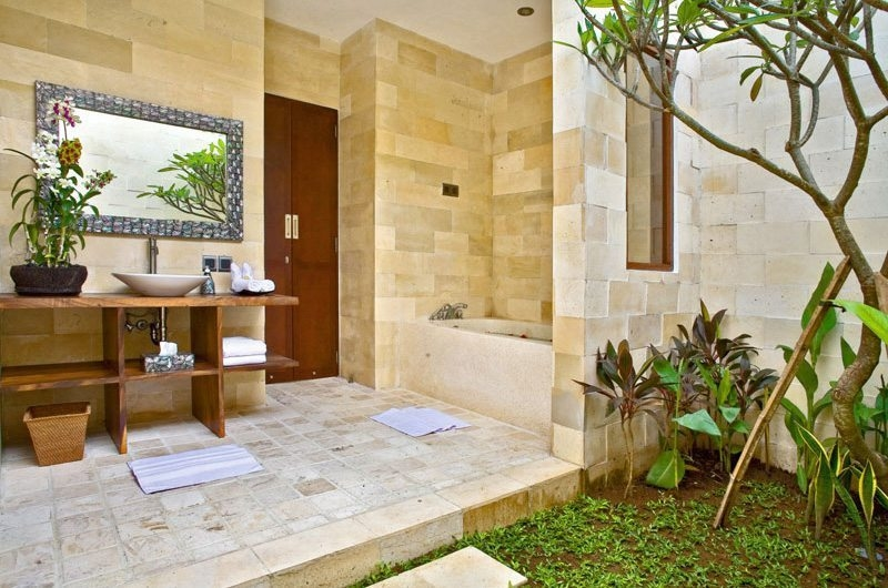 Semi Open Bathroom with Bathtub - Villa Sundari - Seminyak, Bali