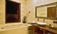Bathroom with Bathtub - Villa Sundari - Seminyak, Bali