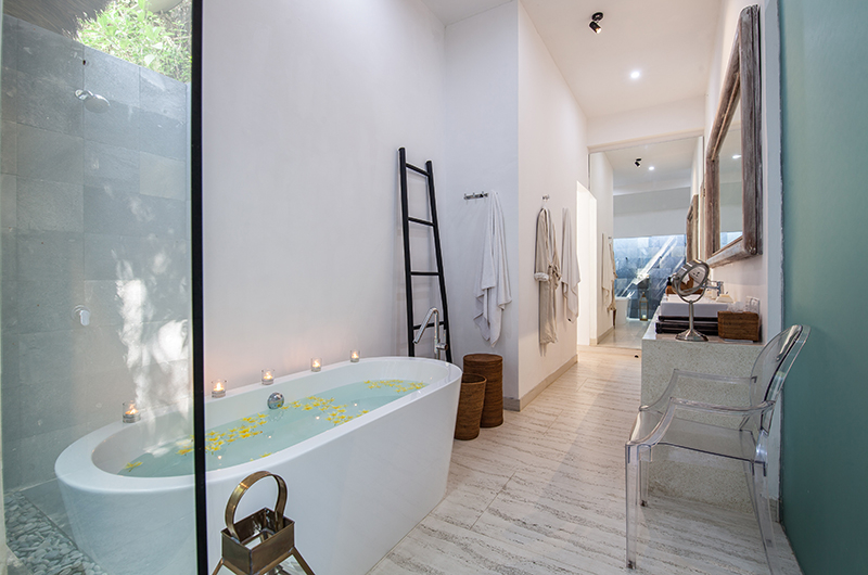 Bathroom with Bathtub - Villa Sungai Bali - Tabanan, Bali