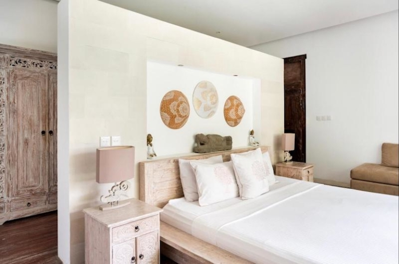 Bedroom with Table Lamps - Villa Tempat Damai - Canggu, Bali