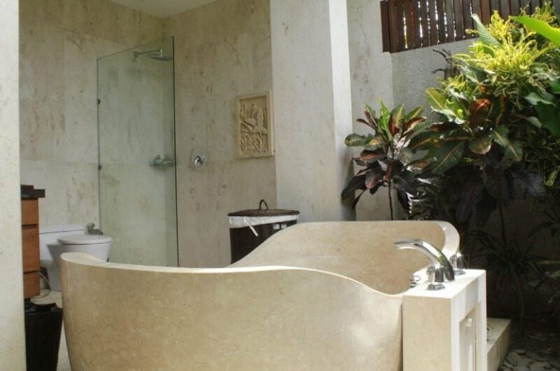 Bathroom with Bathtub - Villa Tenang - Batubelig, Bali