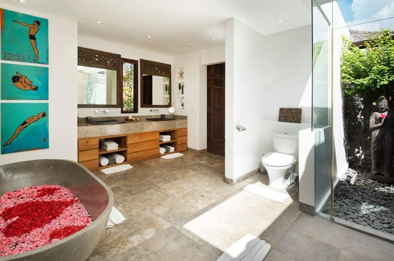 Romantic Bathtub Set Up - Villa Tiga Puluh - Seminyak, Bali