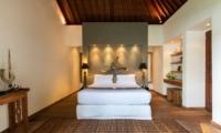 Bedroom with Wooden Floor - Villa Tiga Puluh - Seminyak, Bali