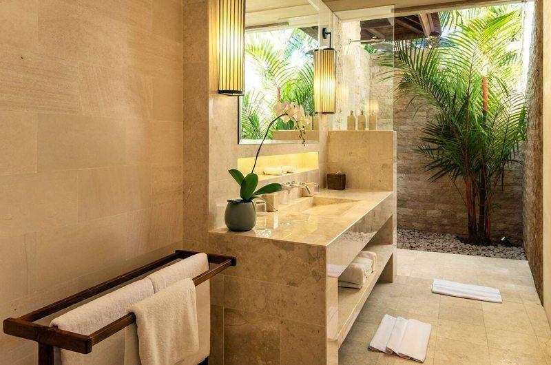 Semi Open Bathroom - Villa Tiga Puluh - Seminyak, Bali