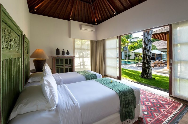 Twin Bedroom with Pool View - Villa Tiga Puluh - Seminyak, Bali