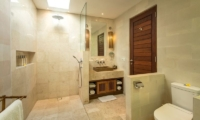 Bathroom with Shower and Mirror - Villa Tiga Puluh - Seminyak, Bali