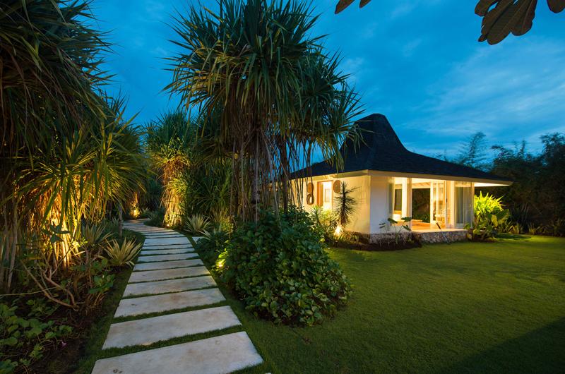 Pathway - Villa Seriska Seminyak - Seminyak, Bali
