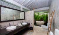 Bathroom with Bathtub - Villa Seriska Seminyak - Seminyak, Bali