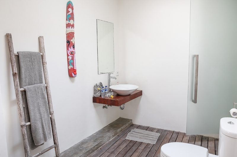 Bathroom with Mirror - Villa Turtle - Seminyak, Bali