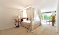 Bedroom with Four Poster Bed - Villa Venus Bali - Pererenan, Bali