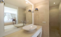 Bathroom with Mirror - Villa Venus Bali - Pererenan, Bali