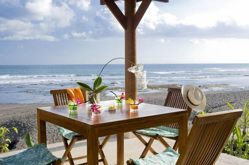 Beach Side Dining - Villa Waringin - Pererenan, Bali