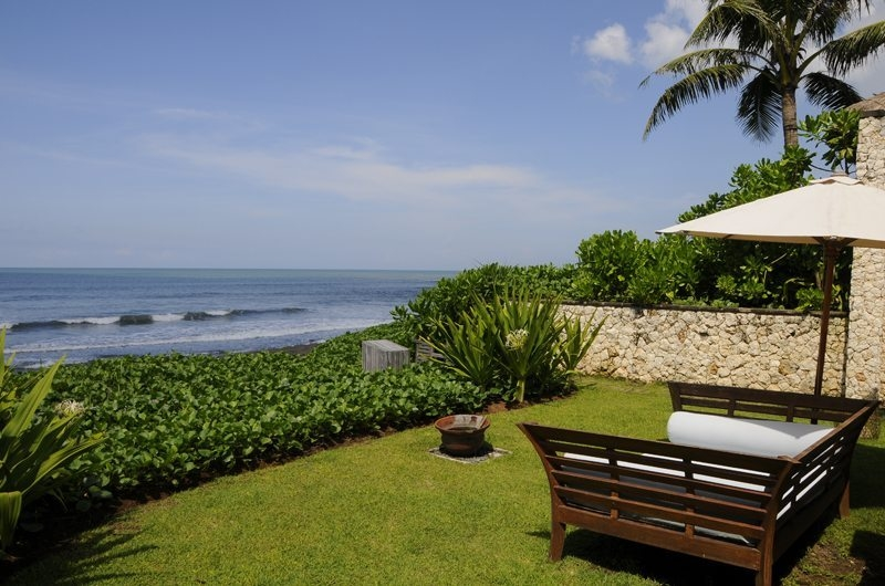 Outdoor Seating Area with Sea View - Villa Waringin - Pererenan, Bali