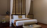 Bedroom with Wooden Floor - Villa Yang Seminyak - Seminyak, Bali