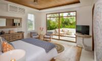 Bedroom with TV - Villa Zambala - Canggu, Bali