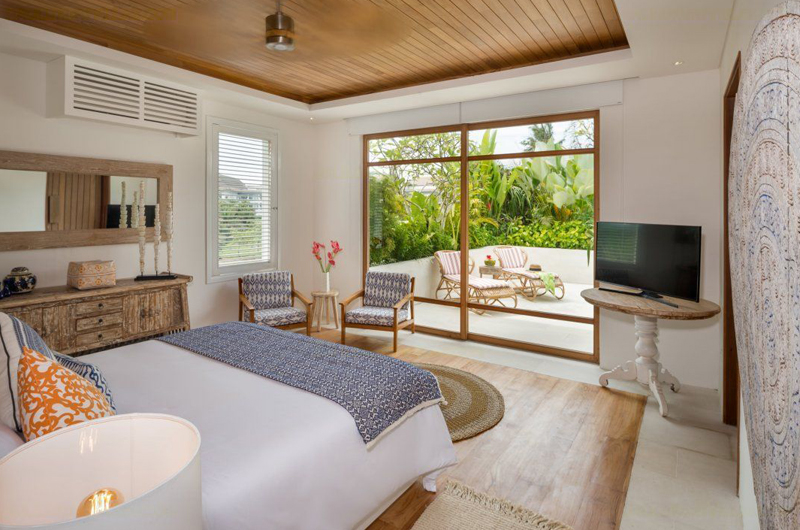 Bedroom with TV - Villa Zambala - Canggu, Bali