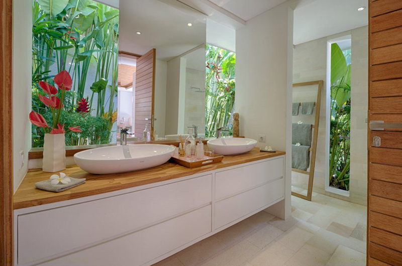 His and Hers Bathroom with Mirror - Villa Zambala - Canggu, Bali