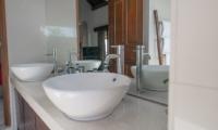 Bathroom with Mirror - Villa Zanissa Villa Nissa - Seminyak, Bali