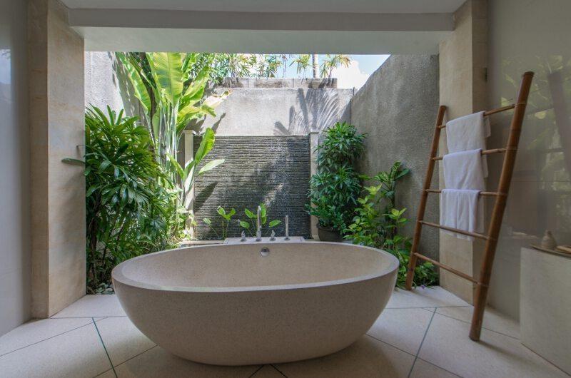 Bathtub - Villa Zanissa Villa Nissa - Seminyak, Bali