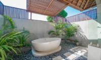 Semi Open Bathtub - Villa Zanissa Villa Zack - Seminyak, Bali