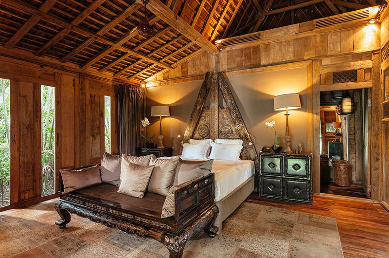 Spacious Bedroom with Wooden Floor - Villa Zelie - Canggu, Bali