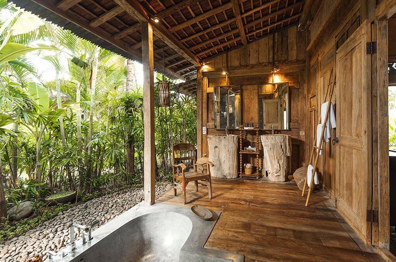 En-Suite Bathroom with Wooden Floor - Villa Zelie - Canggu, Bali