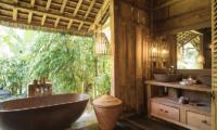 Bathroom with Bathtub - Villa Zelie - Canggu, Bali