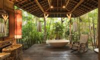 Semi Open Bathtub - Villa Zelie - Canggu, Bali